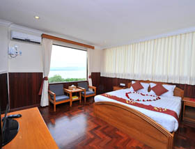deluxe river view ayarwaddy hotel
