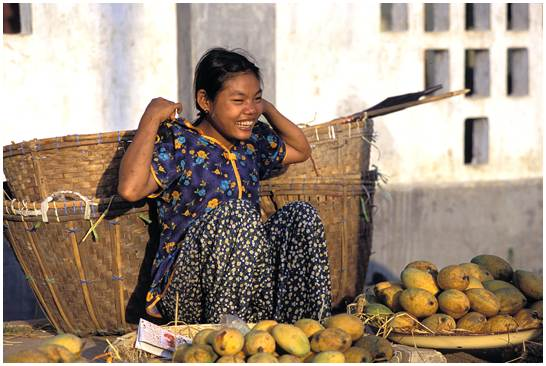 vendeuse de mangue au Myanmar